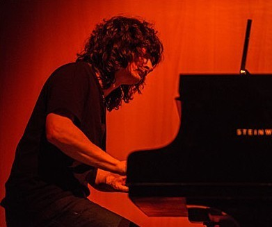Thierry Payssan À Auxerre, avec un piano à queue