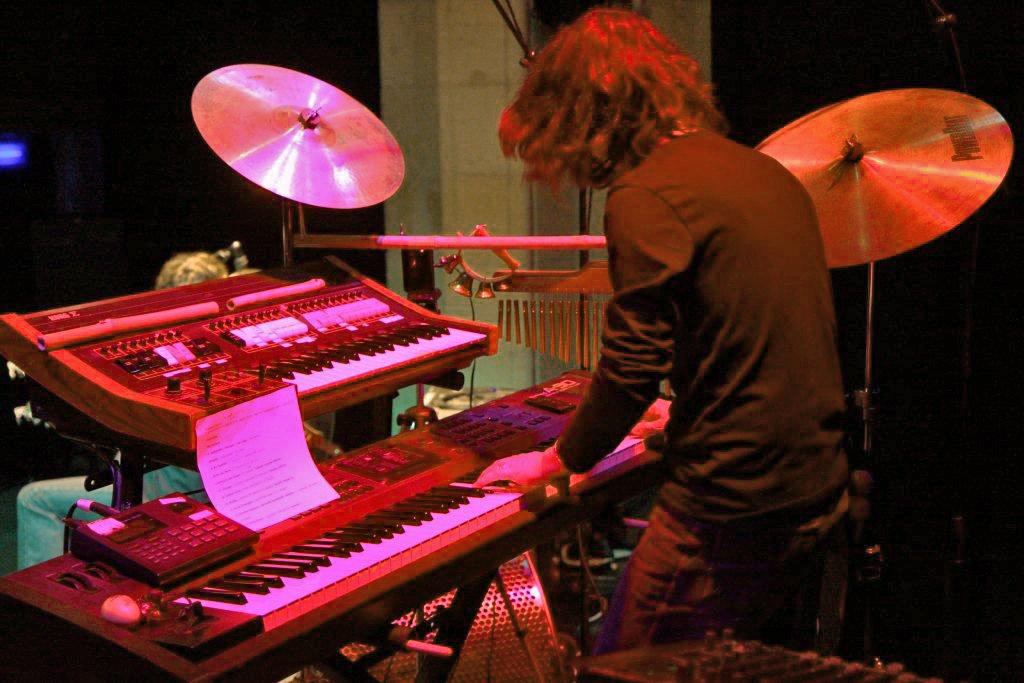 Thierry Payssan avec le Korg Sigma